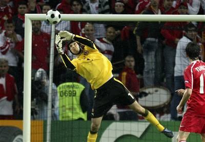 Petr Čech prodloužil v Chelsea.