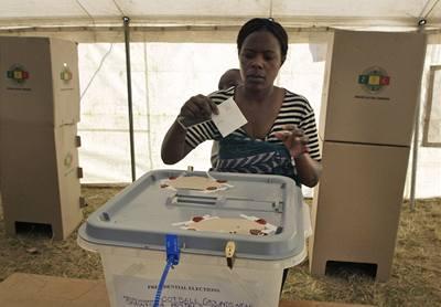 Volby v Zimbabwe: Mugabe nebo Mugabe