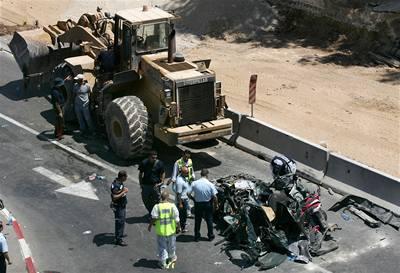 Na ulici v Jeruzalému vraždil buldozerem
