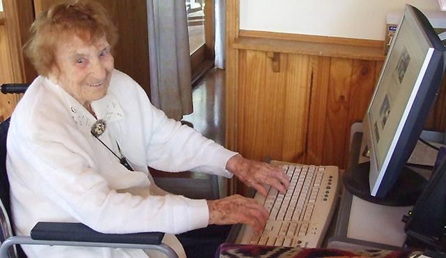 Nejstarší bloggerka si zazpívala a zemřela