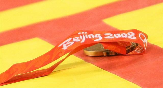 Zápasník zahodil medaili a skončil