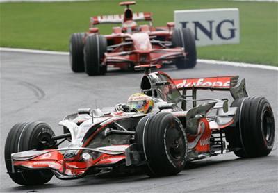 Komisaři sebrali Hamiltonovi vítězství, raduje se Massa
