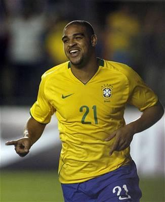 Adriano s fotbalem nekončí