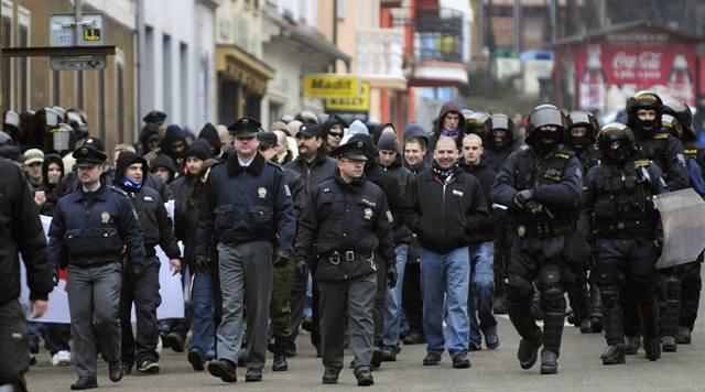 Soud extremistům povolil pochod Ústím