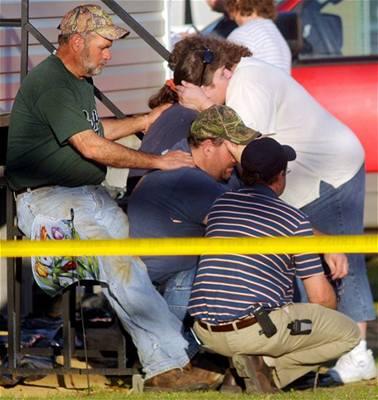 Masakr v Alabamě, střelec zabil deset lidí