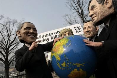 Merkelové padala hlava, Obamovi ruply kalhoty