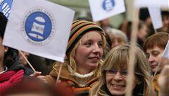 Odbory svolávají proti krizi demonstraci