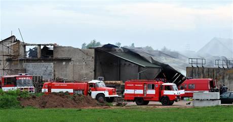 Při požáru stavebnin uhořely dvě děti