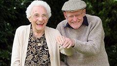 Nejstarší britský pár oslavil 81. výročí sňatku