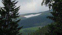 V Krkonoších roztálo sněhové pole Mapa republiky. V březnu zde bylo 14,5 metru sněhu