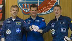 Vesmírná loď Sojuz se třemi kosmonauty se vrátila na Zemi
