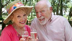 Senioři by neměli moc pít, alkohol jim více škodí