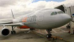 Mráz zaútočil i na letiště, při rozmrazování se poškodil Airbus