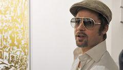 Brad Pitt spadl z motorky, když ujížděl bulvárnímu fotografovi