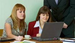 Zaměstnanci před Vánoci nakupují on-line. V pracovní době