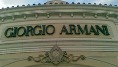 Giorgio Armani se chystá uvést na trh nový parfém pro ženy