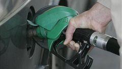 Zlevňování benzinu se zastavilo, u nafty pokles cen pokračuje. Je nejnižší od dubna 2016