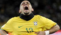 V nudném zápase spasil Brazílii parádní trefou Daniel Alvés