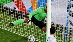 Zaveďte video: Kaká vstřelil při finále Poháru FIFA gól, sudí jej přehlédl