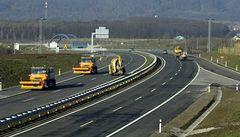 Prokletí dálnic? Za drahotu může šlendrián i mizerné přechody pro zvěř