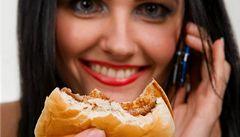 Rumunsko chce bojovat proti obezitě daní z nezdravého jídla