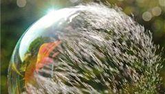 Jak praskají bubliny? Vědci sestavili model
