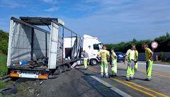 D1 je po osmi hodinách opět průjezdná, blokoval ji kamion