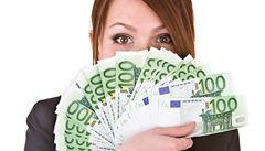 Špinavé peníze: průměrná bankovka obsahuje 26 000 bakterií