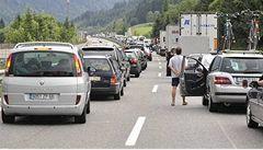 Dálnice D1 stojí, ve směru na Prahu ji blokuje nehoda kamionů