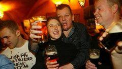 Pití alkoholu může vést k poškození mozku