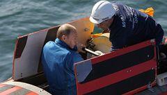 Putin si buduje image odvážného dobrodruha, prozkoumal dno Bajkalu