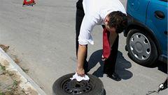 Přezout na zimní pneumatiky? Řidiči kvůli teplému počasí váhají