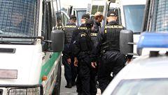 Policie zadržela gang zlodějů. Okrádali před poštami důchodce