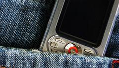 Kam s ním? Starý mobil můžete recyklovat nebo věnovat dětem