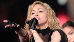 Madonna se bije za práva Romů, polarizuje tím Balkán