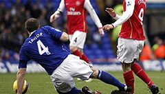 Zákeřnosti a brutality ve fotbale přibývá, jak ji vymýtit?