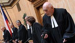 Koalice chce vrátit do hry snížení platů poslancům a soudcům
