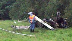 Ve Středočeském kraji spadla dvě malá letadla. Tři lidé se zranili