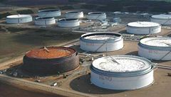 Rafinérie tlačí na stát kvůli ceně přepravy ropy, vypověděly mu smlouvu