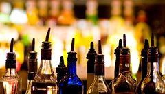 Češi loni více utráceli za tvrdý alkohol. Piva se uvařilo méně