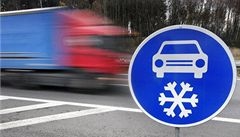 Na dálnici D1 instalují značky Zimní výbava
