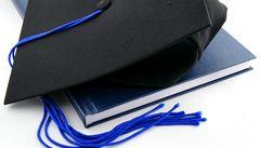 Počet pracujících maturantů a vysokoškoláku se zvyšuje, tvrdí studie