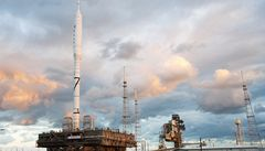NASA otestuje novou raketu Ares, posunul start Atlantisu