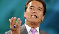 Schwarzenegger ukryl do veta zákona nadávku pro oponenta