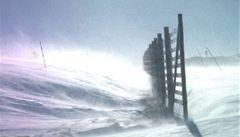 Silný vítr zkomplikuje dopravu. Bude tvořit sněhové jazyky a závěje
