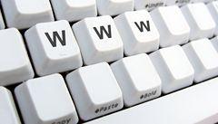 Internet používá v Česku skoro každý, mladí se bez něj neobejdou
