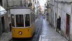 Další adept na bankrot? Portugalsku spadl rating o dva stupně