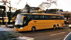 Cestující v autobusech doplatí na vyšší páteční mýtné pro kamiony