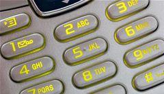 Kupujete SMS jízdenky? Dopravce smí uchovat číslo jen po tři měsíce