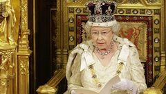 Alžběta II. si stěžuje na paparazzi. Žádá média, aby netiskla jejich fotky